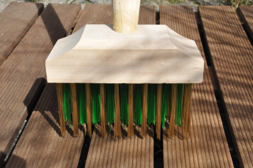 The New BuMpY Brush from www.weed-brush.co.uk